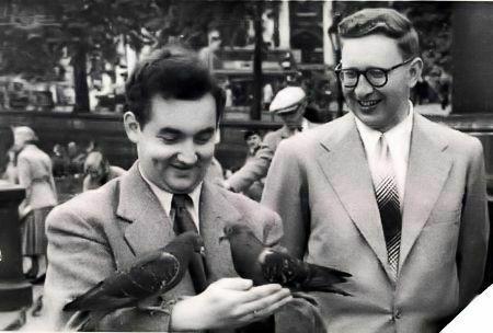 Smyslov con su amigo Taimánov en Trafalgar Square (Londres), a finales de los 50
