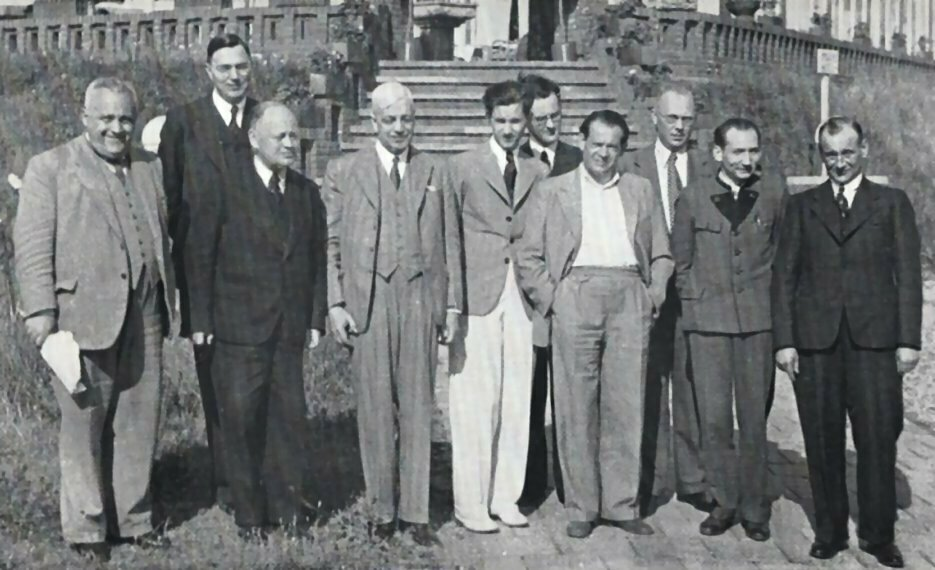Noordwijk 1938. Bogoljubow, Euwe, Spielmann, Thomas, Keres, Schmidt, Landau, Tartakower, Eliskases, Pirc.